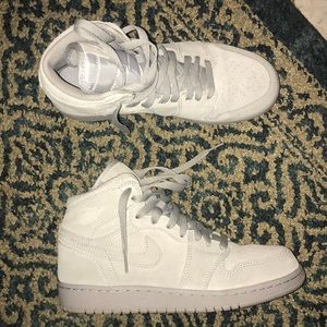 Jordan Retro1 suede high tops